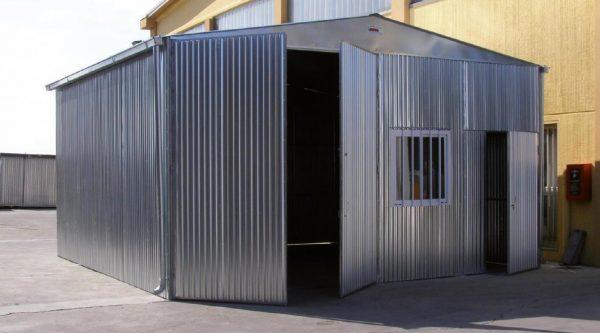 Capannoni industriali agricoli e magazzini in lamiera zincata for Capannone prefabbricato agricolo prezzi