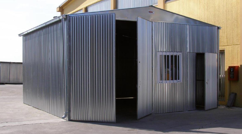 Box auto prefabbricato in lamiera zincata componibile a for Capannoni in legno prezzi