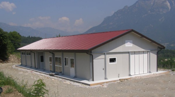 Capannoni prefabbricati industriali agricoli e magazzini for Capannoni agricoli usati